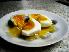 Boiled eggs in lemon oil sauce
